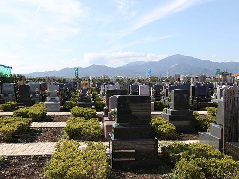 平塚中央霊園Ⅱ 墓域から見渡せる山々