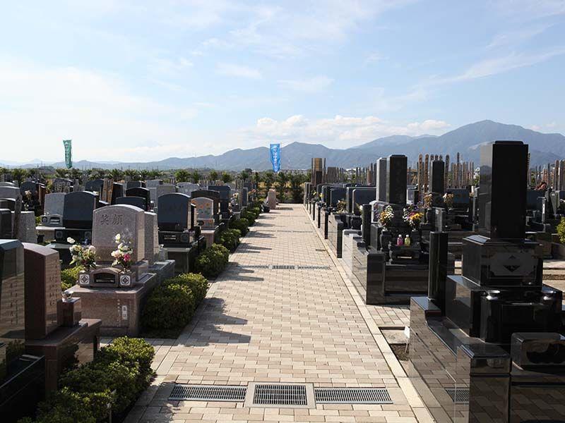 平塚中央霊園Ⅱ バリアフリー設計の参道