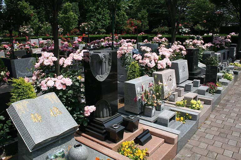 花小金井ふれあいパーク 花が咲き乱れる一般墓所エリア