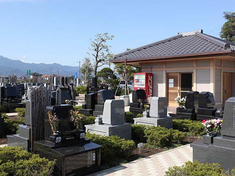 平塚中央霊園Ⅱ 墓域すぐにある管理施設