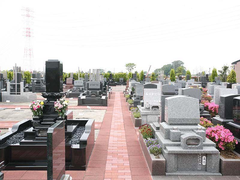 メモリアルパーク流山聖地 デザインが施された和型墓石