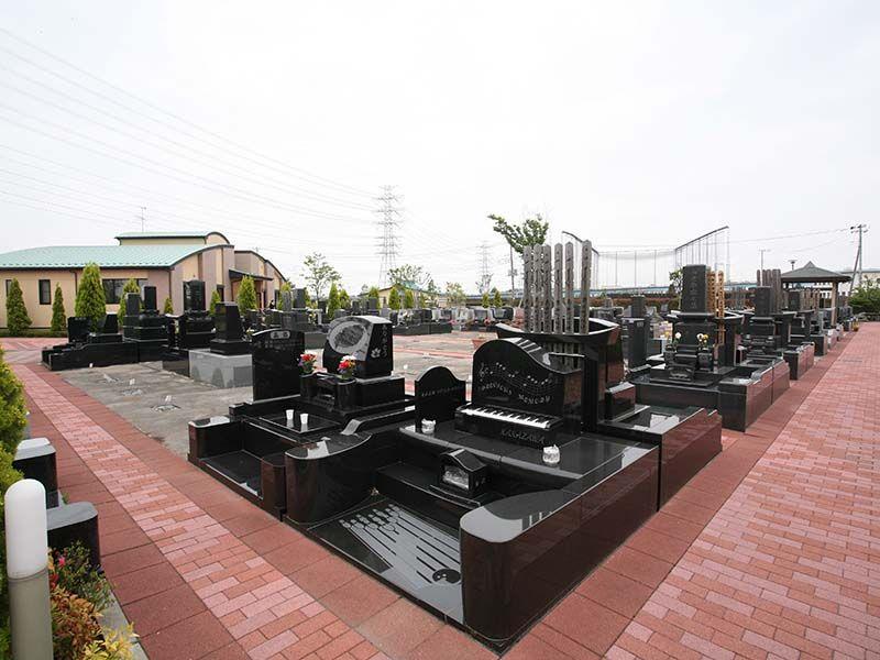 メモリアルパーク流山聖地 ピアノ型の墓石