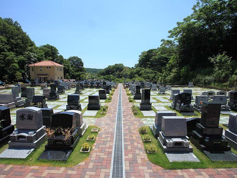 メモリアルパーク大磯 インターロッキング舗装された墓域