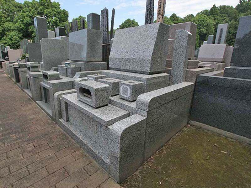 県央綾瀬霊園 きれいに区画された墓域