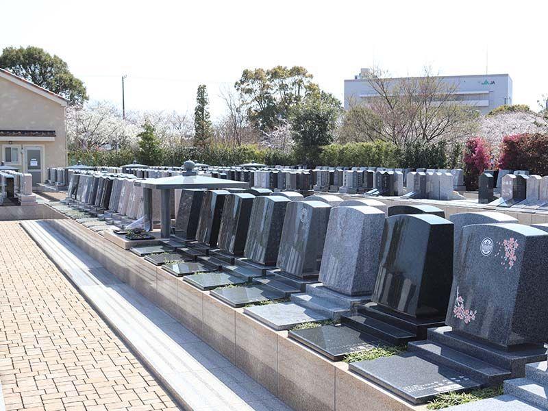 櫻乃里ふなばし聖地 彫刻を施された墓石