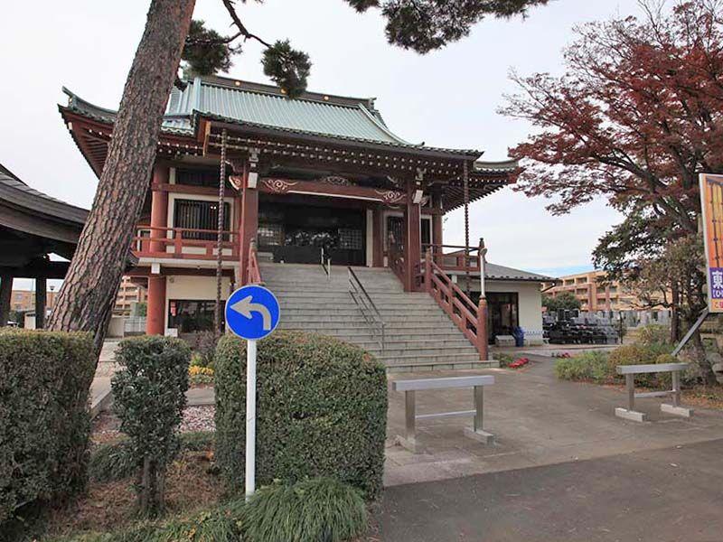 ひばりが丘浄苑 植栽が囲む東本願寺ひばりヶ丘別院