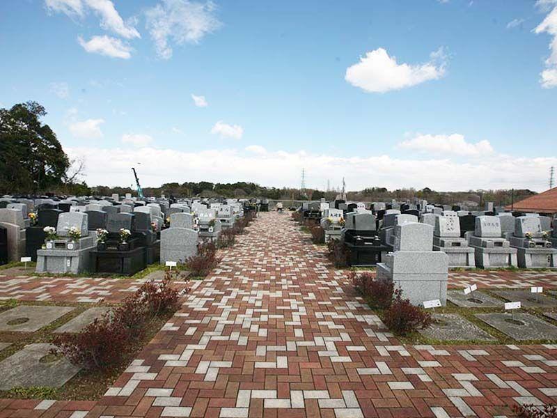 メモリアルパーク緑の丘 インターロッキング施工の参道