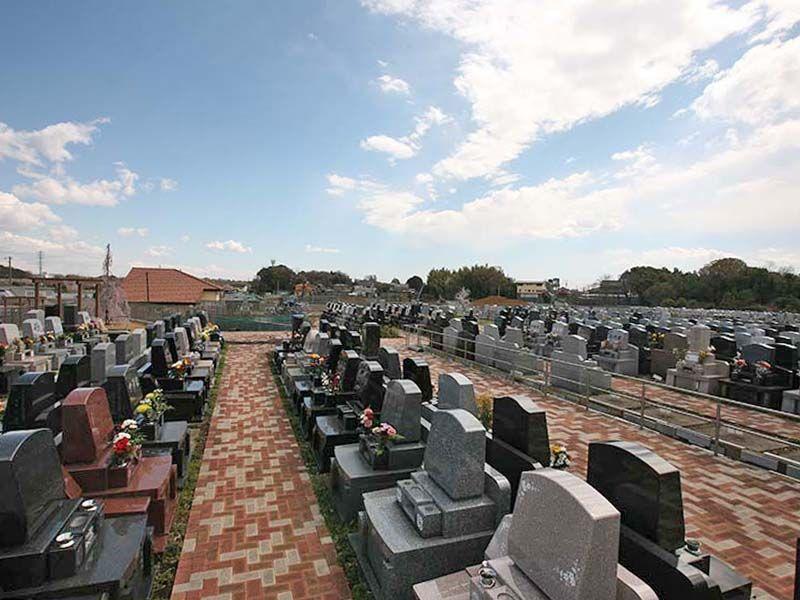 メモリアルパーク緑の丘 様々なデザインの洋型墓石