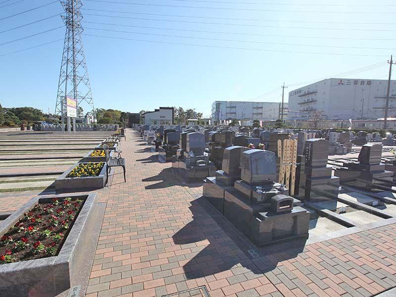駅前霊園美南 レンガ調の平坦な参道