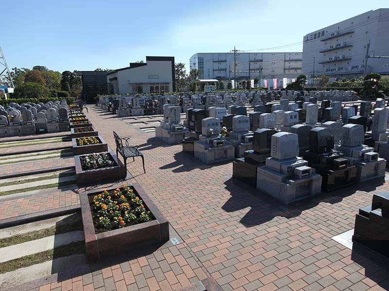 駅前霊園美南 和型・洋型の墓石が建立