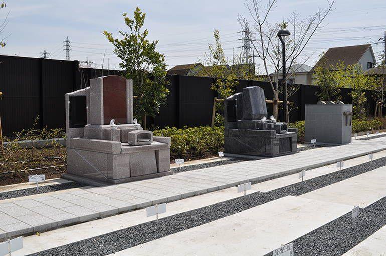 武蔵メモリアルコート 様々な墓石が混在