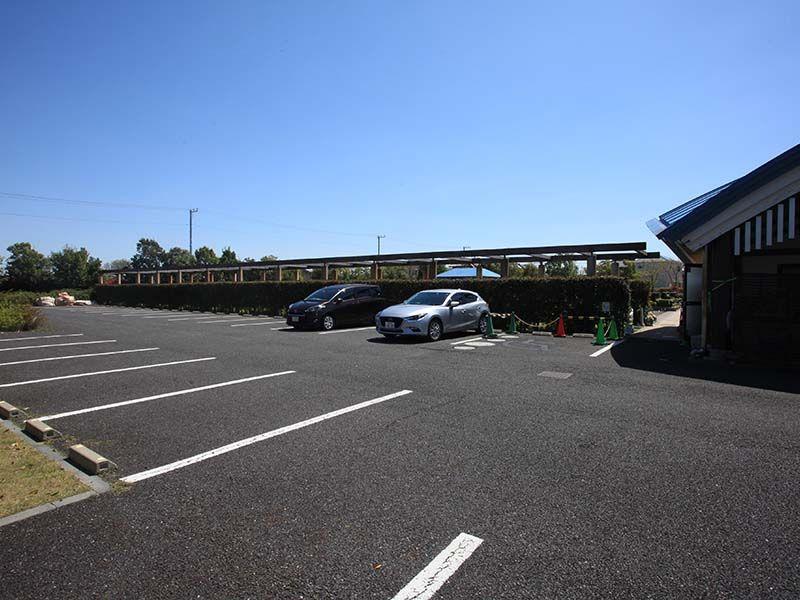 さいたまメモリアルパーク 広々とした専用駐車場
