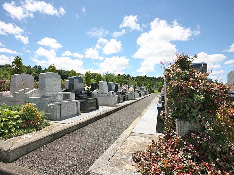 成田メモリアルパーク 手入れされた墓石