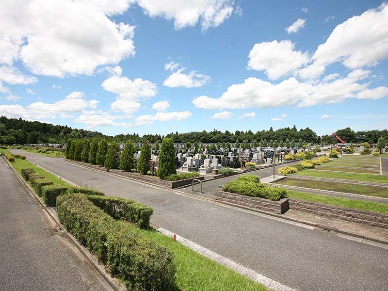 成田メモリアルパーク 広々として開放的な墓域