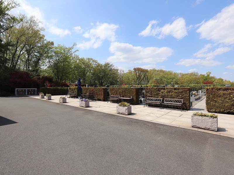 新ゆり天望の丘墓苑 至る所にあるベンチ