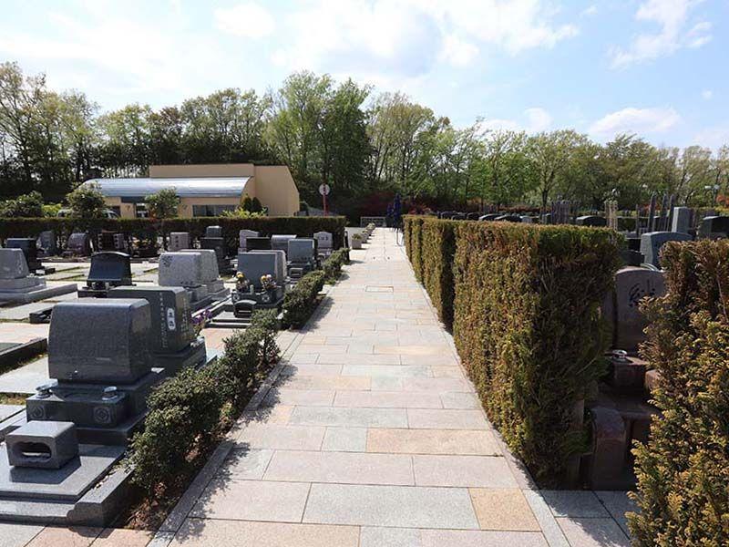 新ゆり天望の丘墓苑 剪定された植栽