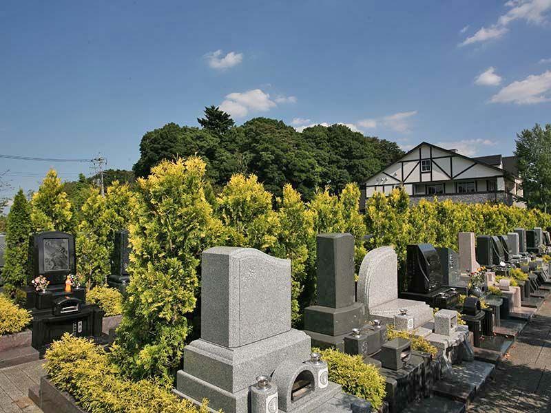 彩の国フォーシーズンメモリアル 様々な墓石が建つ緑地付墓所