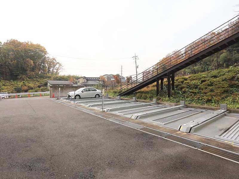 あざみ野浄苑 平置きの駐車場