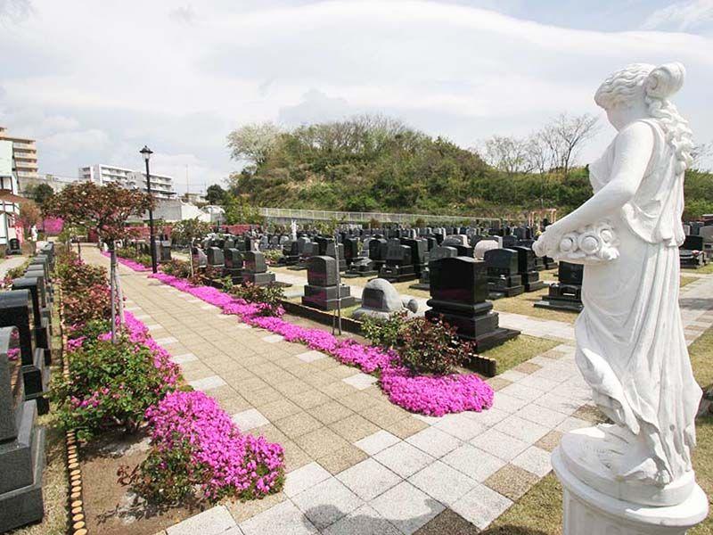メモリアルパーク花の郷墓苑 厚木宮の里 洋風彫刻と芝桜の墓域