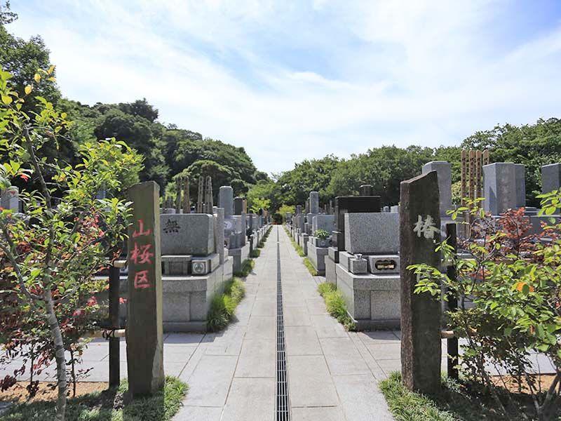 鎌倉湖墓苑二期 管理の行き届いた清潔な園内風景