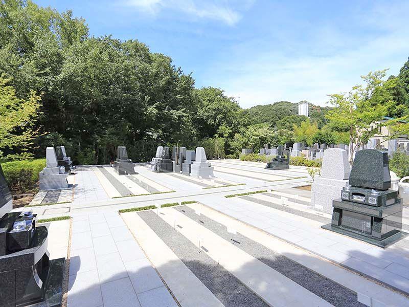 鎌倉湖墓苑二期 平坦な参道で高齢の方も安心してお参りできる墓域