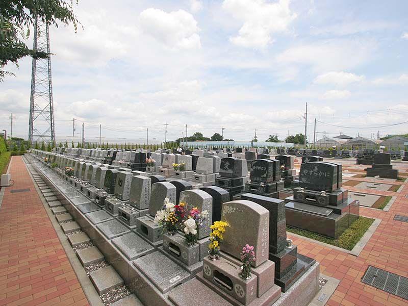 越谷しらこばと霊園 様々なデザインの洋型墓石
