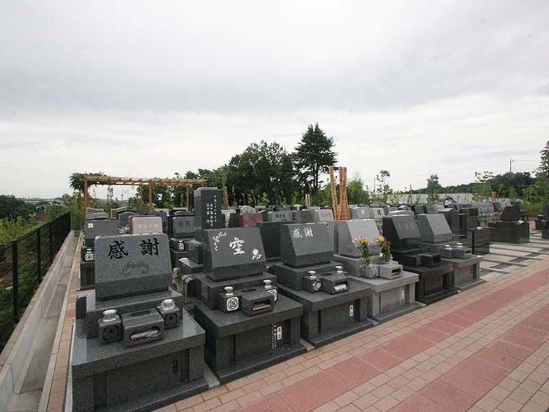 川崎清風霊園 周囲に遮るものがなく開放的な墓域