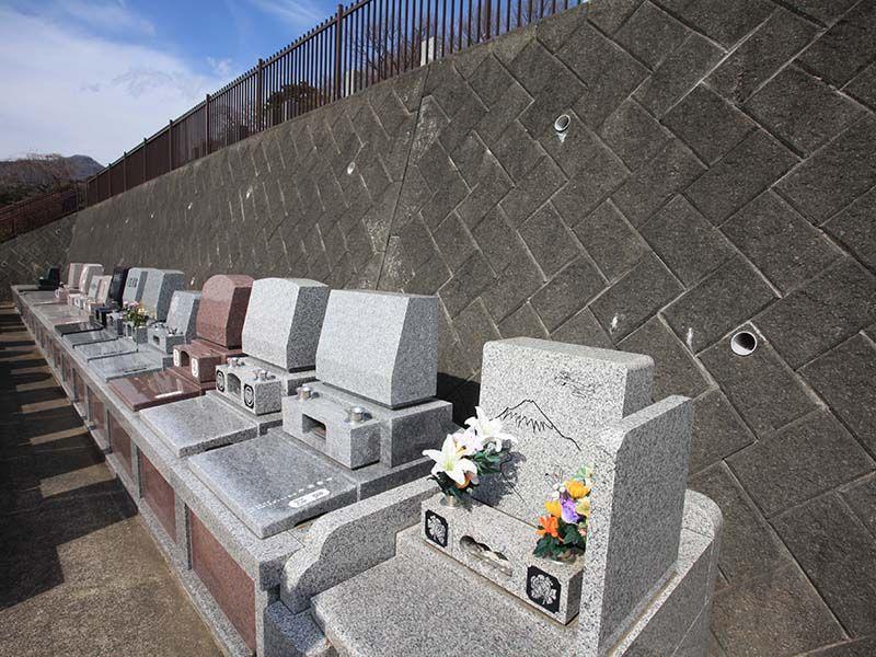 湯河原吉祥公園墓地 きちんと手入れされた墓域