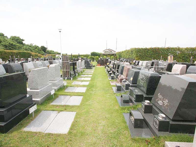 春日部メモリアルヒルズ 墓所間にゆとりのある芝生墓所
