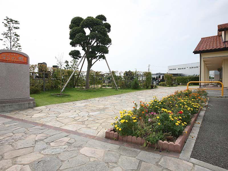 公園墓地 彩の恵 花と緑の霊園入り口