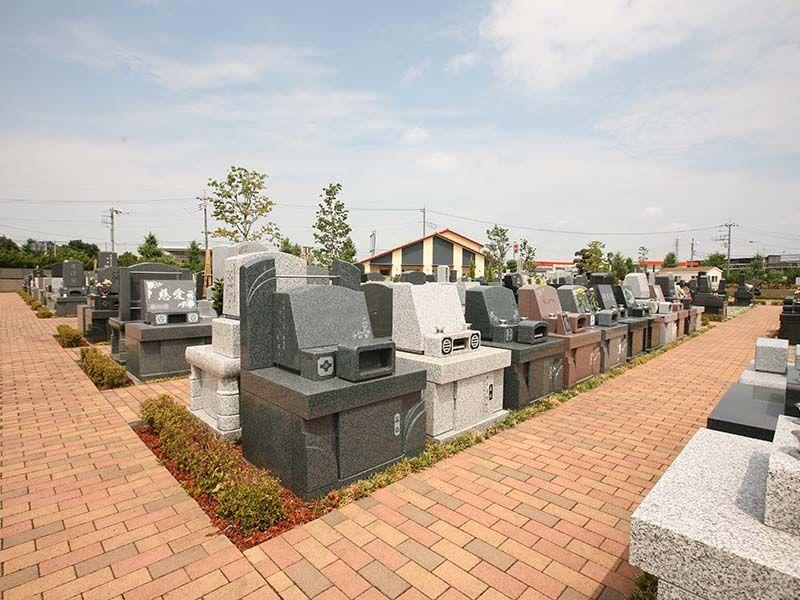 公園墓地 彩の恵 デザイン豊富な洋型墓石