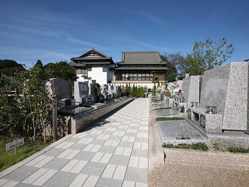 染谷の里 大宮四季彩霊苑 バリアフリー設計の参道
