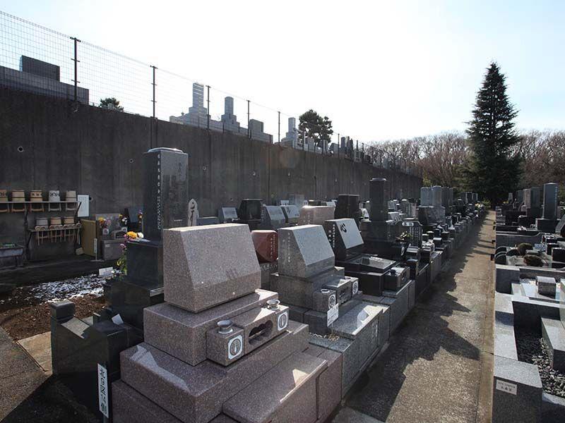 春秋苑 整然とした墓域