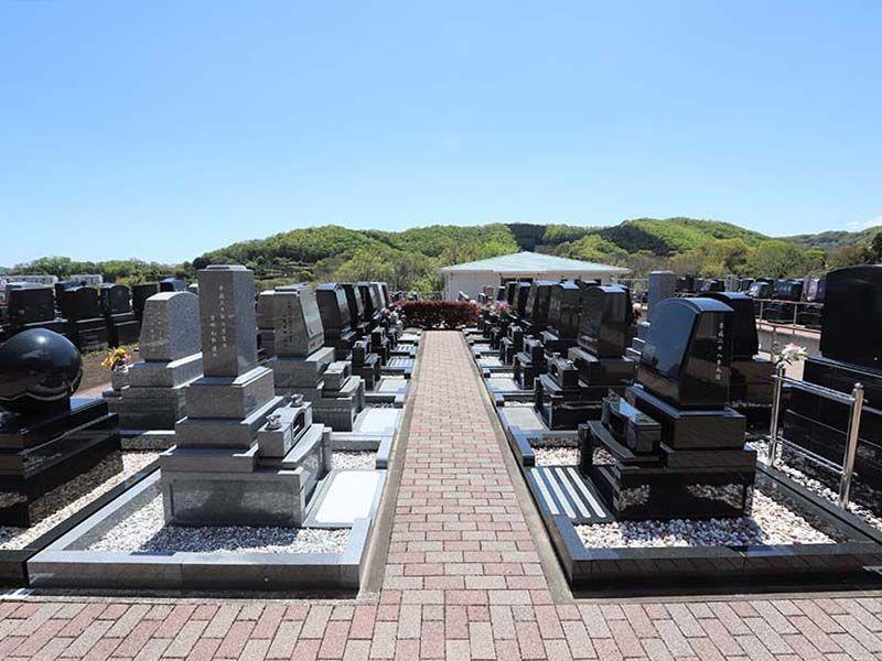 鶴巻霊園 もえぎのさと 見晴らしの良い開けた墓域