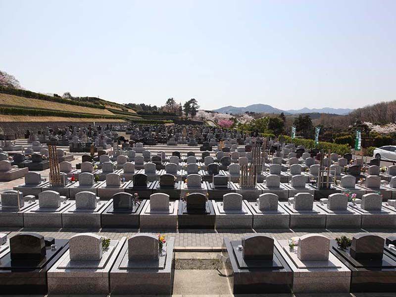 地産霊園 自然の囲まれた墓域