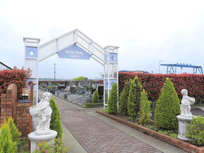 相模ふれあいの杜 田名聖地霊園 天使像が迎える墓域入口