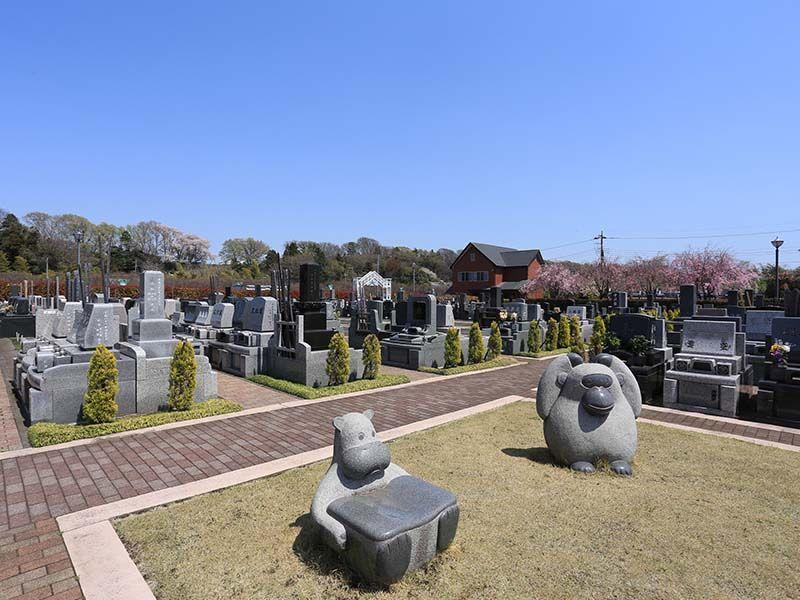 相模ふれあいの杜 田名聖地霊園 動物の姿が愛らしい彫刻