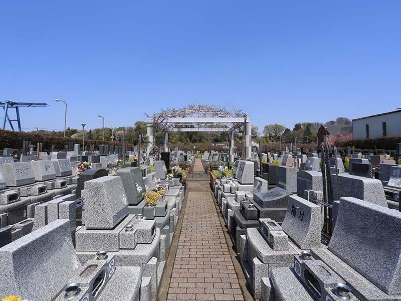 相模ふれあいの杜 田名聖地霊園 霊園内にある西洋東屋