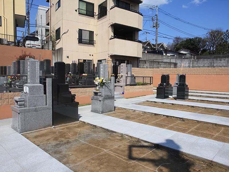 日曜寺墓苑 ゆとりのある墓域