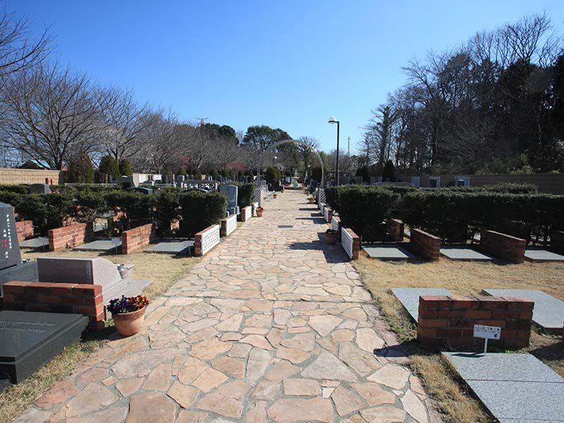野田さくら霊園 石畳の参道
