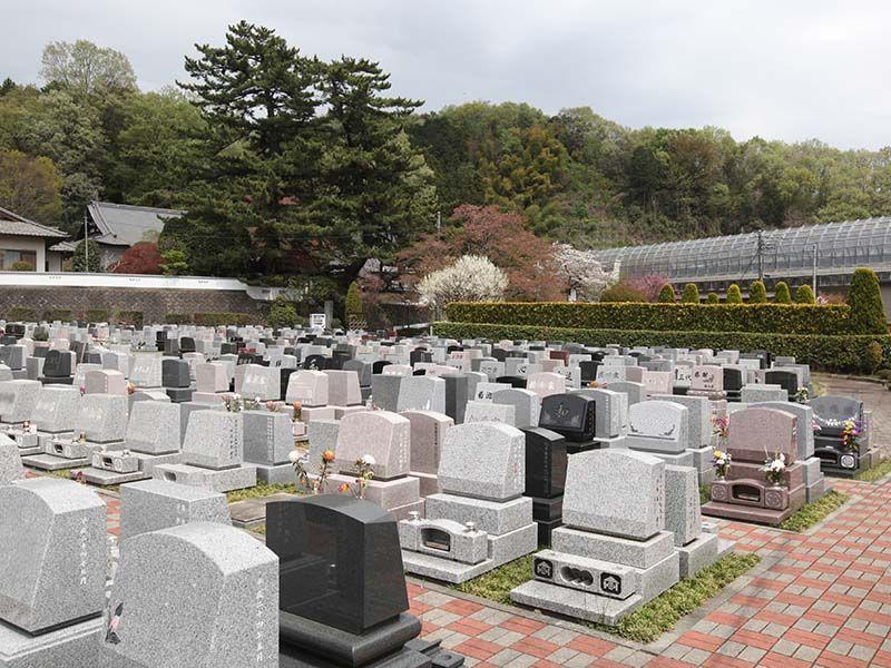 ひだまりの里 バリアフリー設計の平坦な墓域