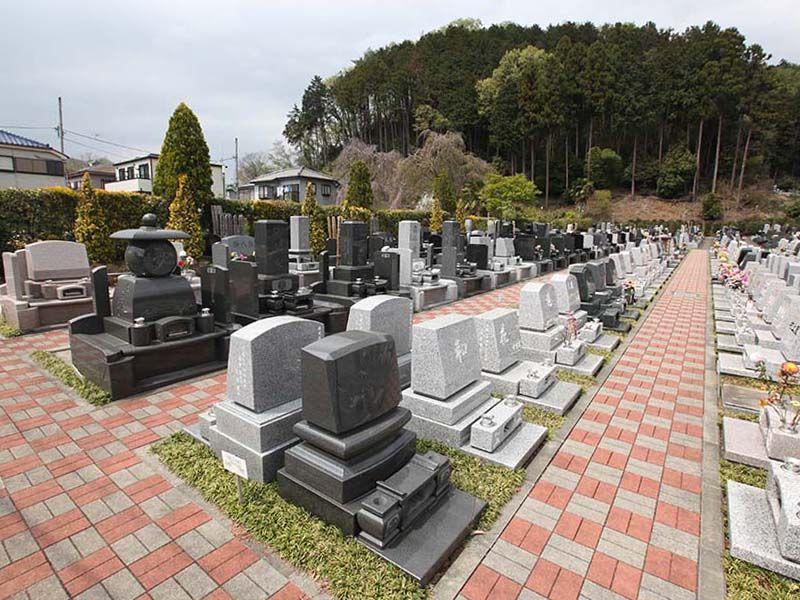 ひだまりの里 参道の広いゆったりとした墓域