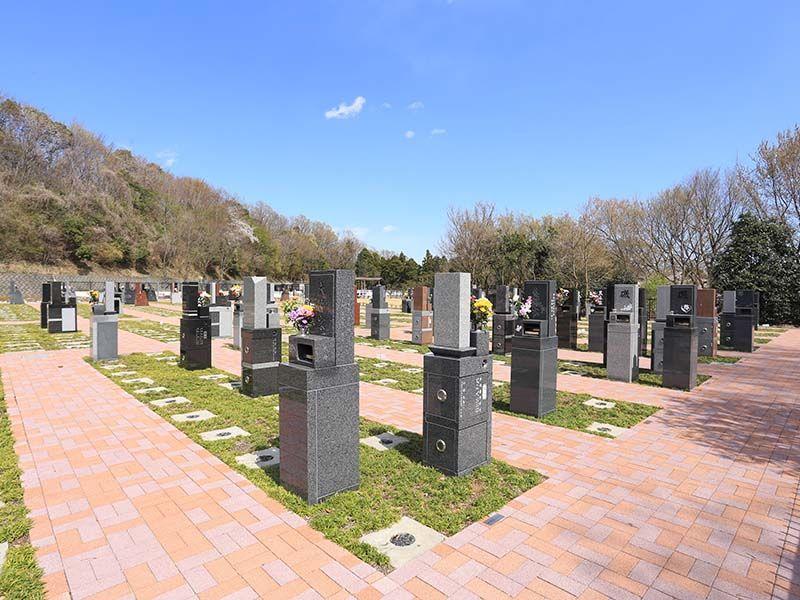 メモリアルパーク厚木ふるさとの丘 立ったまま参拝が可能な新緑地付墓所