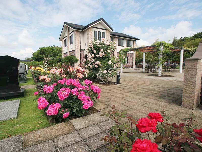 メモリアルパーク大和墓苑 ふれあいの郷 園内全域に咲き誇るバラ