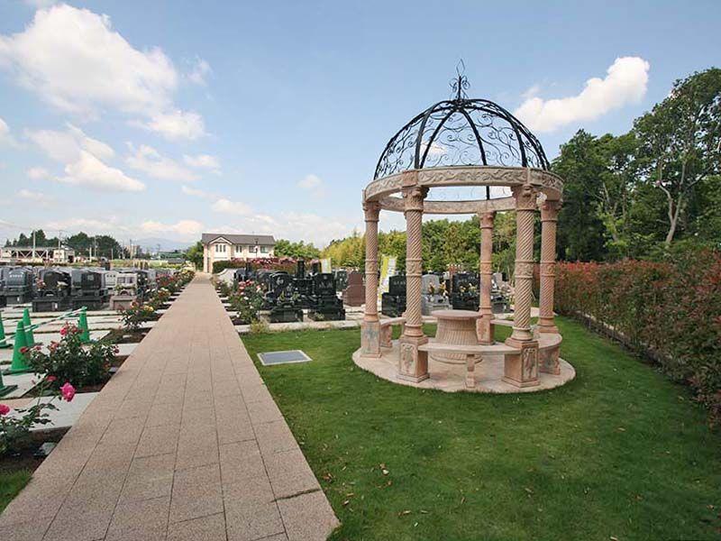 メモリアルパーク大和墓苑 ふれあいの郷 ゆとりエリア内の休憩スペース