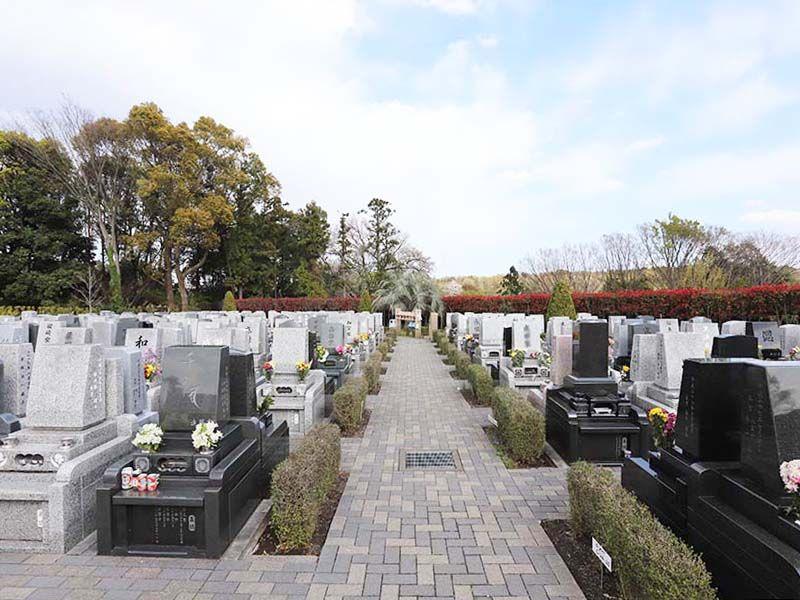 メモリアルパーク藤沢 緑が多く開放的な墓域