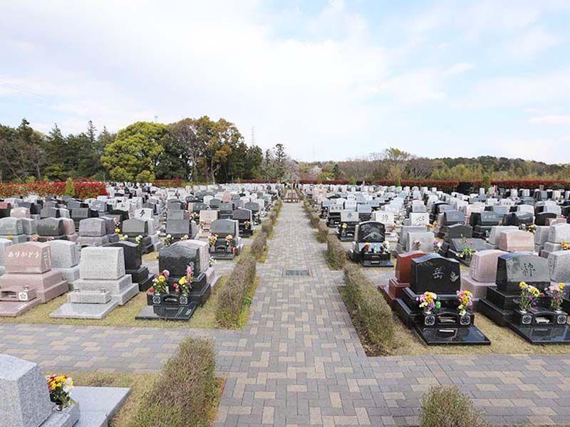 メモリアルパーク藤沢 芝生に囲まれた西欧風の芝生墓地