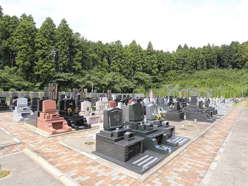 メモリアルスクエア佐倉 様々なデザインの洋型墓石