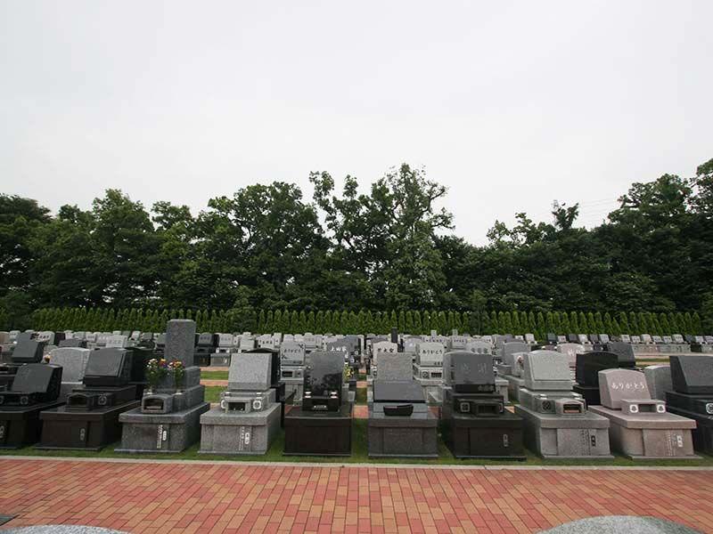 南川越霊園 自然に囲まれた墓域