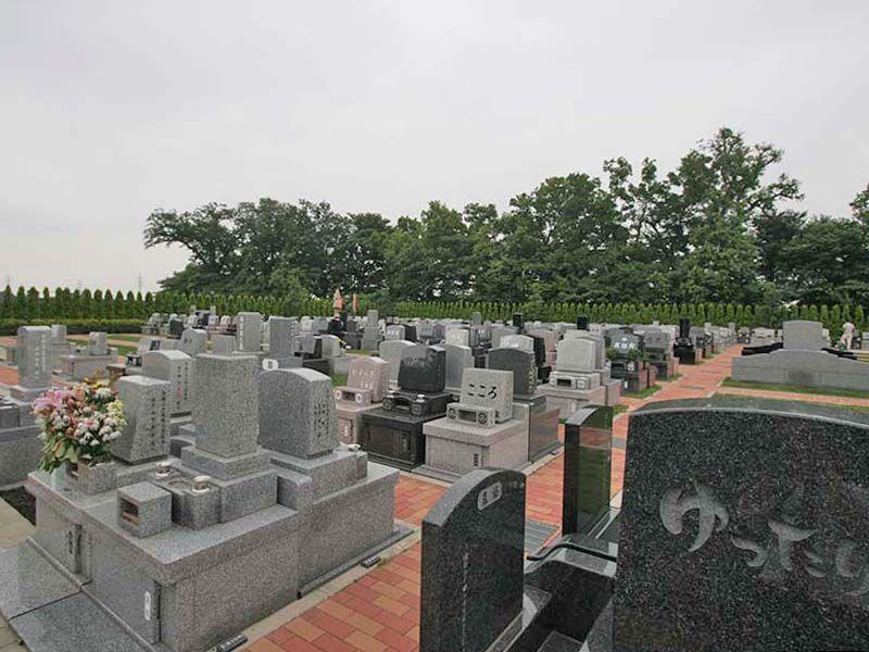 南川越霊園 緑に囲まれた墓域